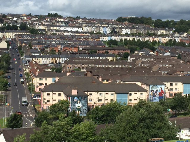 Derry-Walls-Walking-Tour-Murals