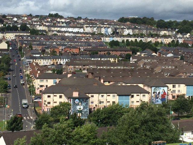 Derry-Walls-Walking-Tour-Murals