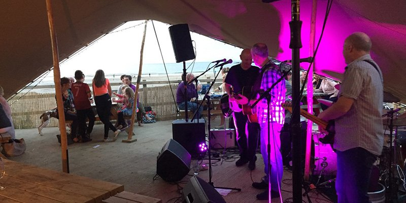 Harry's Shack, Portstewart Strand - fine dining and music in the summer